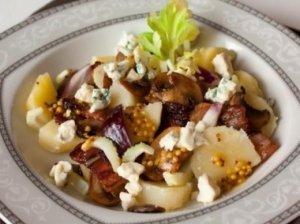 Bulvių salotos su mėsa ir grybais
