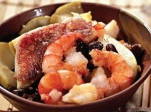 Troškinta žuvis su krevetėmis ir daržovėmis