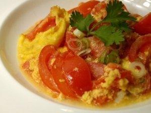 Kepti kiaušiniai su pomidorais