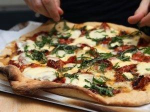 Pomidorų ir česnakų pica
