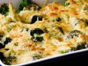 Brokolių apkepas su parmezano sūriu