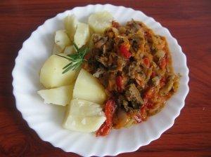 Vištienos kepenėlių - daržovių troškinukas