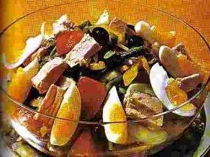 Kiaušinių ir žuvies salotos