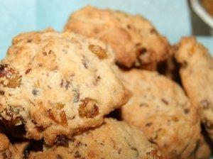 Sausainiai su šokolado gabaliukais ir razinomis
