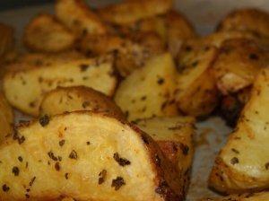 Šviežios bulvytės su bazilikais