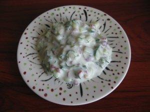 Jogurtinės agurkų - ridikėlių salotos