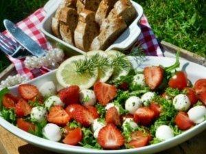 Braškių salotos