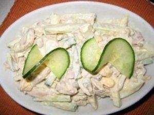 Salotos su vištiena ir konservuotais grybais