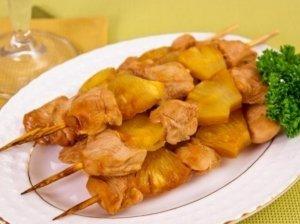 Vištienos ir ananasų šašlykas