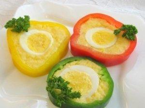 Paprikos, įdarytos sūriu ir kiaušiniais