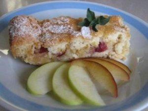 Obuolių pyragas su spanguolėmis