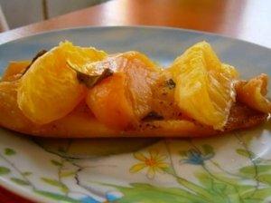 Kepta žuvis su vaisiais