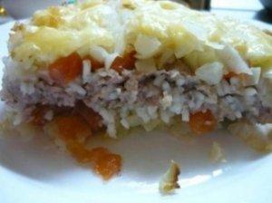 Daržovių ir mėsos apkepas su sūrio plutele