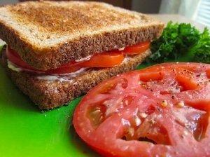 Varškės užtepėlė su pomidorais