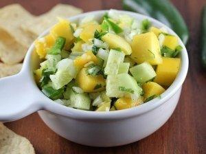 Skanutėlės mango salotos