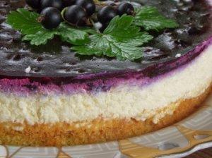 Varškės tortas su juodaisiais serbentais