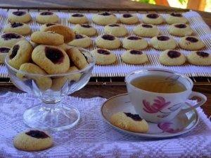 Sausainiai su juodųjų serbentų lašeliais