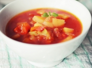 Burokėlių, salierų ir paprikų sriuba