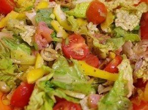 Žalios salotos su rūkyta lašiša