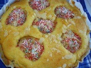 Pyragas su konservuotomis kriaušėmis