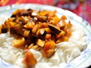 Ryžių makaronai mangų padaže