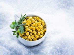 Karštieji kukurūzai su prieskoninėmis žolelėmis (2 porcijos)