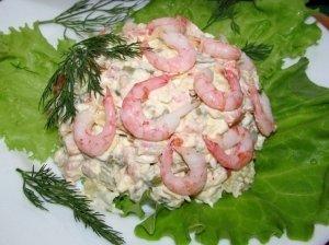 Skanios salotos su krevetėmis