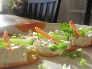 Sumuštiniai su agurkais ir morkomis