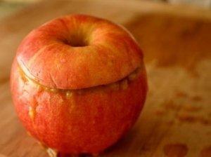 Kepti obuoliai su vištienos įdaru