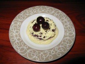 Vyšninės želės desertas su baltu šokoladu