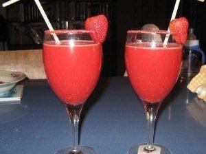 """Vasariškas vyno kokteilis """"Romantiškas vakaras"""""""