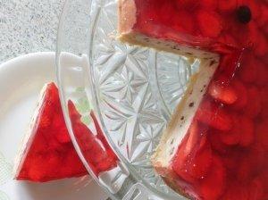Varškės pyragas su braškėmis ir žele
