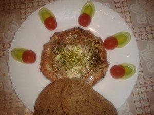 Mėsinis riestainis su kiaušiniu