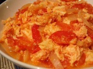 Pomidoruose įkepti kiaušiniai