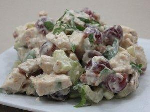 Vištienos salotos su pekano riešutais