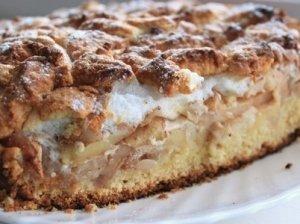 Obuolių pyragas iš mielinės tešlos