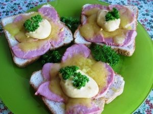 Ant grotelių kepti sumuštiniai