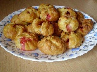 Sluoksniuotos tešlos pyragėliai su obuoliais ir spanguolių uogiene