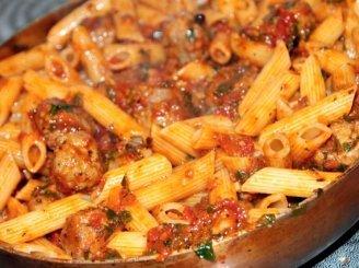 Makaronų vamzdelių ir vištienos salsa padaže