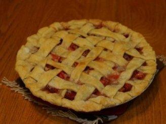 Pyragas su trintomis braškėmis arba uogiene
