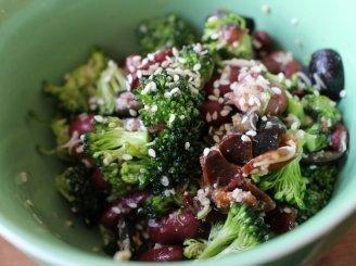Traškios brokolių salotos