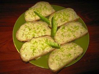 Kepti sumuštiniai su varške ir bazilikais