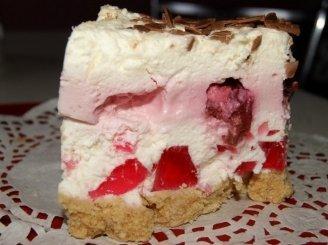 Gaivus tortas su vyšniomis