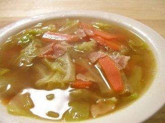 Kopūstų sriuba su pistacijomis ir citrinos sultimis