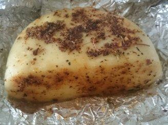 Folijoje keptas sūris