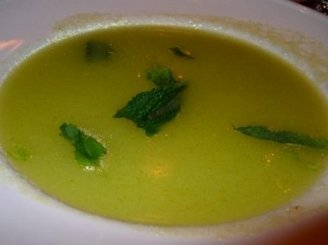 Pertrinta agurkų sriuba