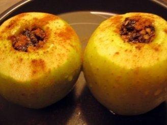 Įdaryti obuoliai su vaniliniu padažu