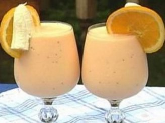 Apelsinų-bananų ledų kokteilis