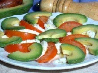 Salotos su pomidorais ir avokadu