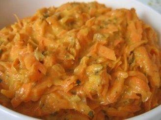 Vitamininės salotos su fermentiniu sūriu